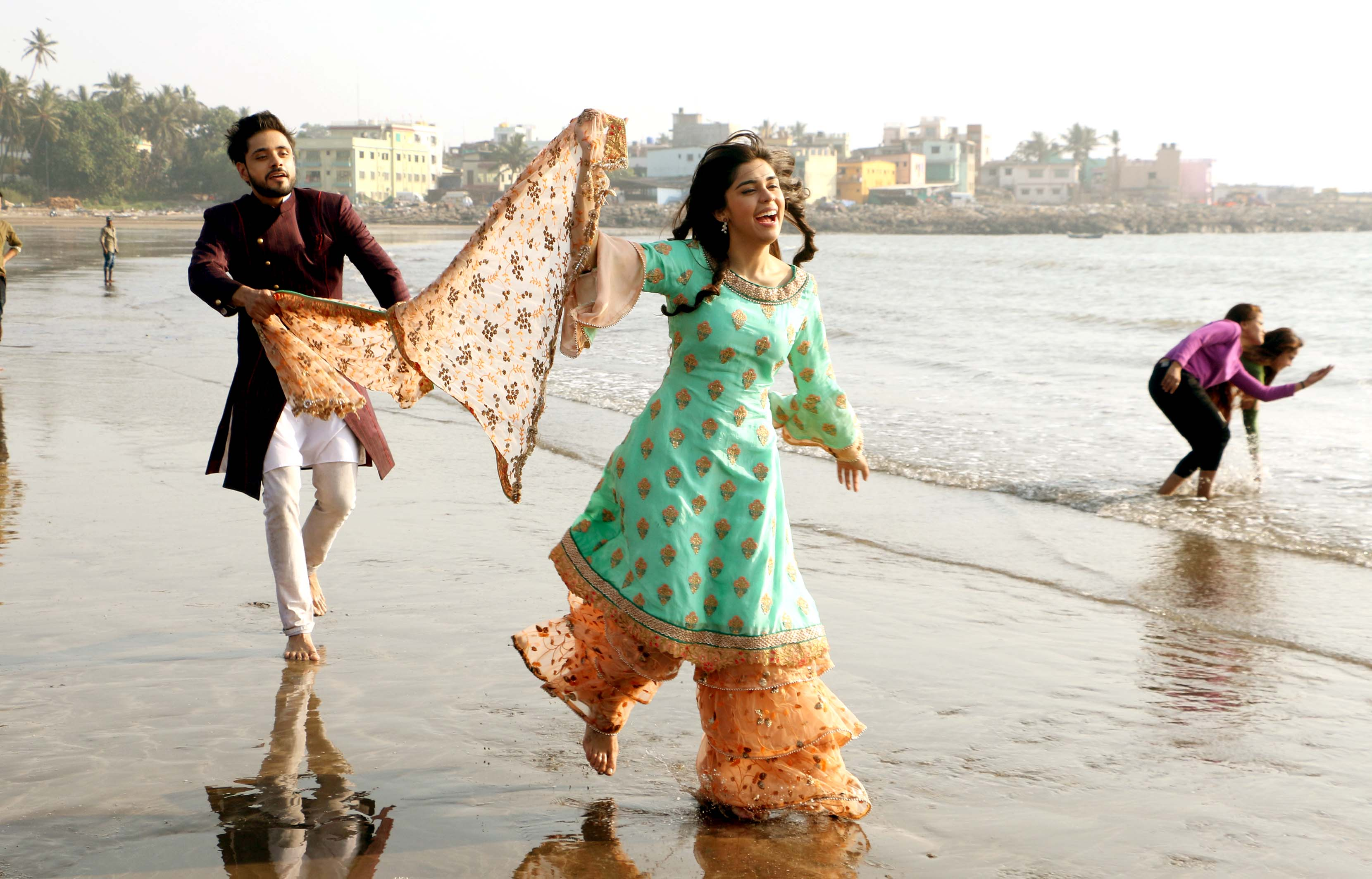 Adnan Khan and Eisha Singh had fun time while shooting outdoor in Mumbai for their serial Ishq Subhan Allah