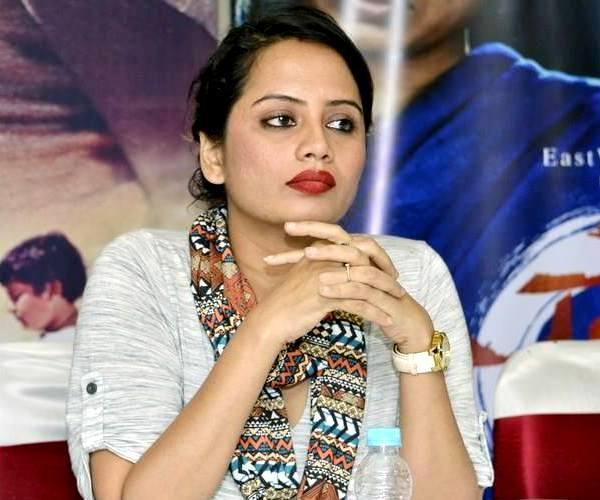 अभिनेत्री स्मिता तांबेने पहिल्यांदाच केले ग्लॅमरस फोटोशूट