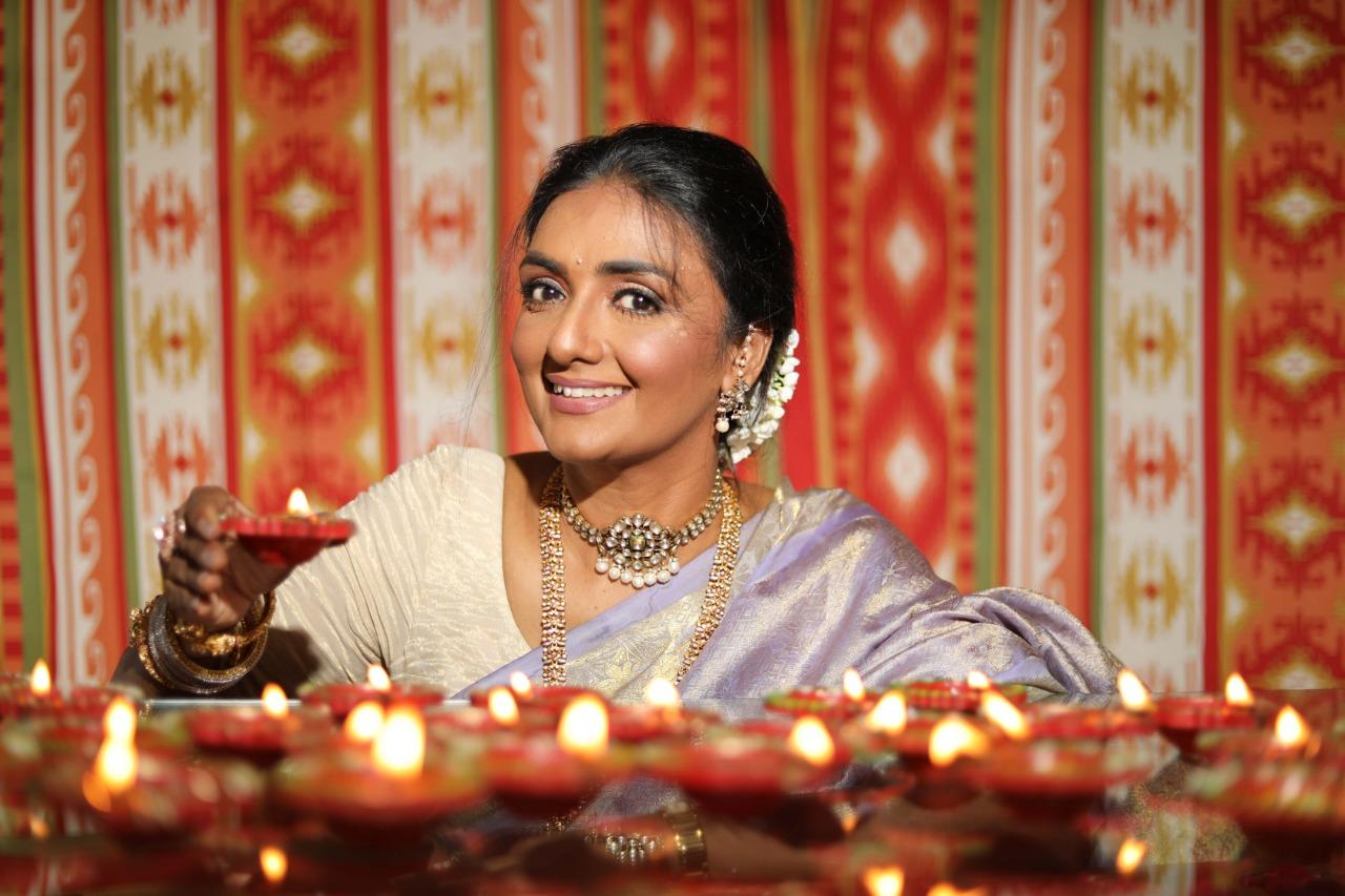 Actress Shanthipriya embracesthe Indian festivityin her traditional best