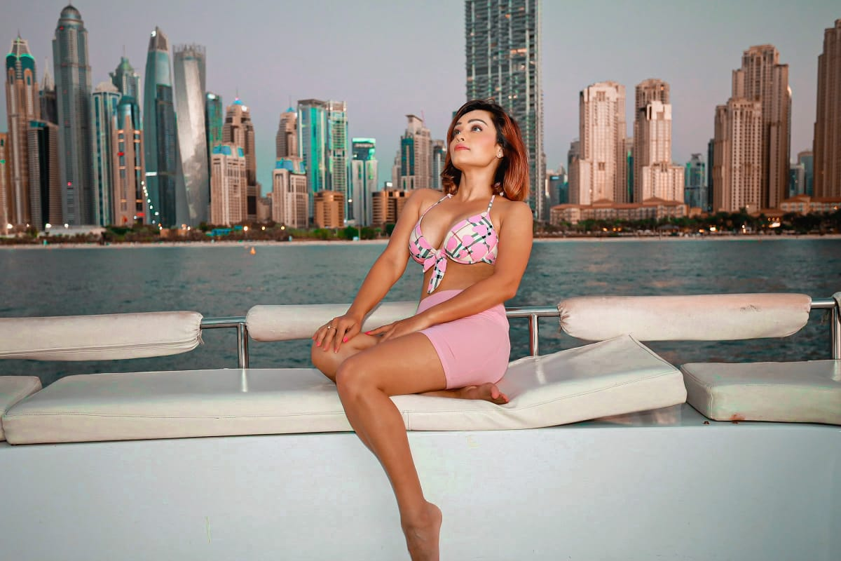 Actress Arya Vora Explores Dubai, travels by a private plane and a luxurious Yacht, Watch the video once